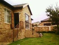 Cluster in to rent in Roodepoort, Roodepoort