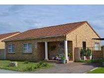 Townhouse in to rent in Parsons Vlei, Port Elizaberth
