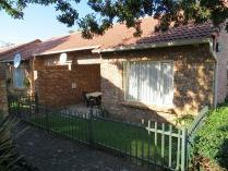 Townhouse in for sale in