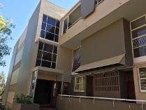Flat-Apartment in to rent in Ferndale, Randburg
