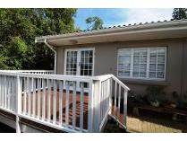 Townhouse in to rent in Nahoon, East London