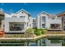 Townhouse in to rent in The Island Estate, Hartebeespoort