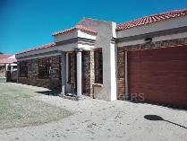 Cluster in for sale in Grimbeek Park, Potchefstroom
