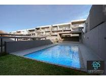 Flat-Apartment in to rent in Oaklands, Johannesburg