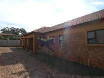 Townhouse in to rent in Benoni Ah, Benoni