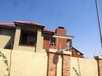 Cluster in for sale in Van Der Hoff Park Sp, Potchefstroom