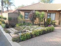 Townhouse in for sale in Equestria, Pretoria
