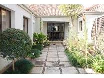 Game Lodge in to rent in Pecanwood Estate, Hartebeespoort