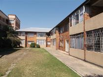 Flat-Apartment in for sale in Florida, Roodepoort