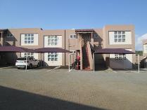 Townhouse in to rent in Mulbarton, Johannesburg