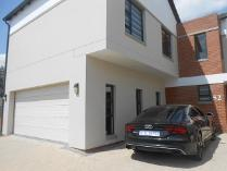 Cluster in to rent in Sandton, Sandton