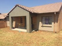 Cluster in to rent in Noordwyk, Midrand