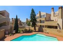 Townhouse in to rent in Glenanda, Johannesburg