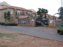 Flat-Apartment in for sale in Little Falls, Roodepoort