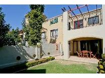 Townhouse in to rent in Lone Hill, Sandton