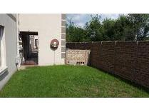 Townhouse in to rent in Sonneveld, Brakpan