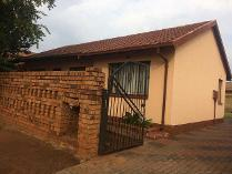 House in to rent in Dobsonville Ext 2, Soweto
