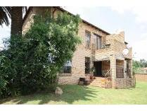Flat-Apartment in to rent in Lone Hill, Sandton