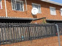 Flat-Apartment in to rent in Queenswood, Pretoria