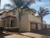 Townhouse in to rent in Glenvista, Johannesburg