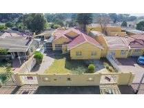 House in to rent in Robertsham, Johannesburg