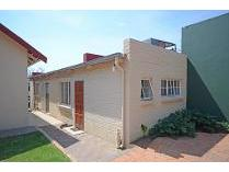 Contryhouse in to rent in Linden, Randburg
