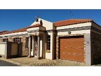 Cluster in for sale in Grimbeek Park, Potchefstroom
