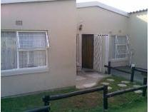 Townhouse in to rent in Florida, Roodepoort