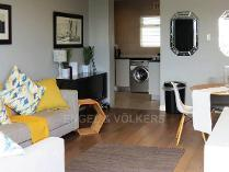 Flat-Apartment in to rent in Three Anchor Bay, Cape Town
