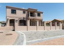 House in for sale in D`urbanvale, Durbanville