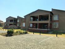 Flat-Apartment in to rent in Roodepoort, Roodepoort
