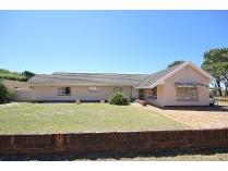 House in for sale in Meadowridge, Cape Town