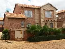 4 Bedroom Townhouse For Sale In Willowbrook