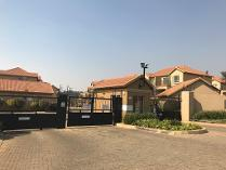Townhouse in to rent in Pomona Ah, Kempton Park