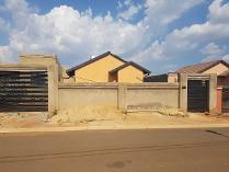 House in to rent in Bram Fischerville, Soweto