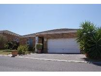 Townhouse in to rent in Ruwari, Brackenfell