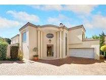 Cluster in for sale in Sandhurst, Sandton