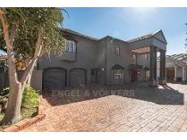Duet in for sale in Lynnwood, Pretoria