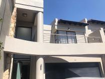 Townhouse in to rent in Morningside, Sandton