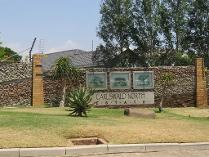 Flat-Apartment in to rent in Carlswald North, Midrand