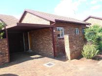 Townhouse in to rent in Brentwood Park, Benoni