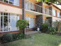 Townhouse in to rent in Farrarmere, Benoni