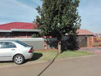 House in to rent in Protea Glen, Soweto