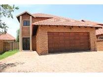 Duplex in to rent in Van Der Hoff Park Sp, Potchefstroom