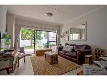 Flat-Apartment in to rent in Somerset West, Somerset West