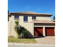 Duplex in to rent in Fourways, Sandton