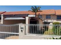 Townhouse in for sale in Panorama, Parow