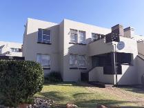 Townhouse in for sale in Breaunanda, Krugersdorp