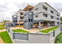 Townhouse in to rent in Birchleigh, Kempton Park