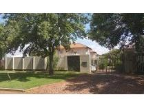 Townhouse in to rent in Krugersdorp North, Krugersdorp